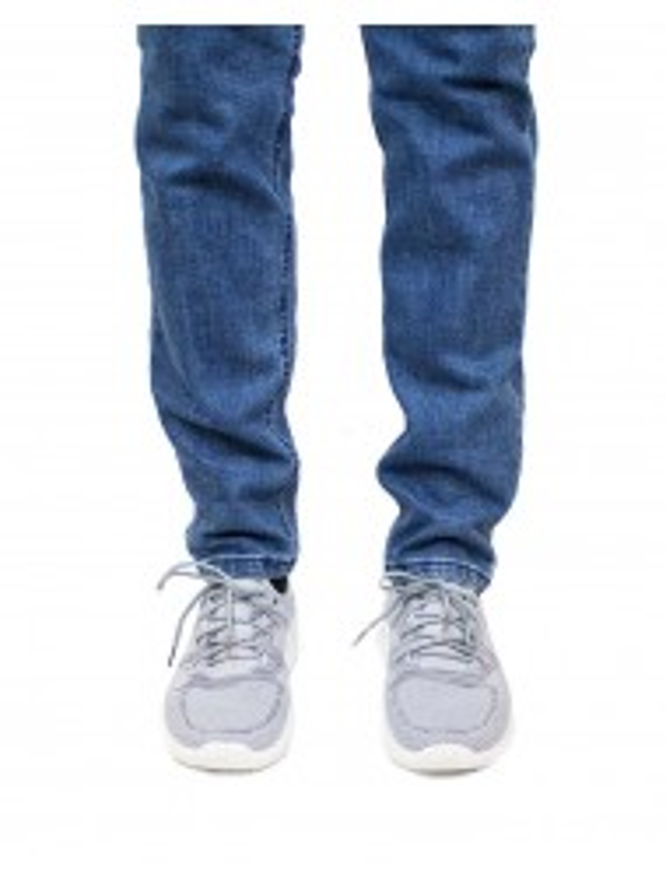 zapatillas deportivas grises