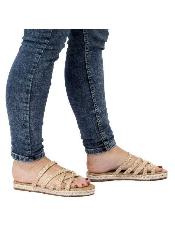 Sandalias hechas para el verano 2021