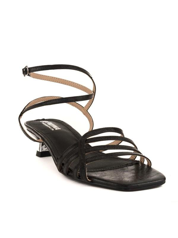 Sandalia de tiritas y tacón bajito