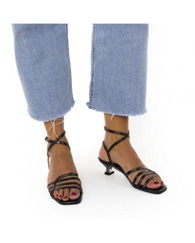 Sandalia muy elegante y de tacón fino