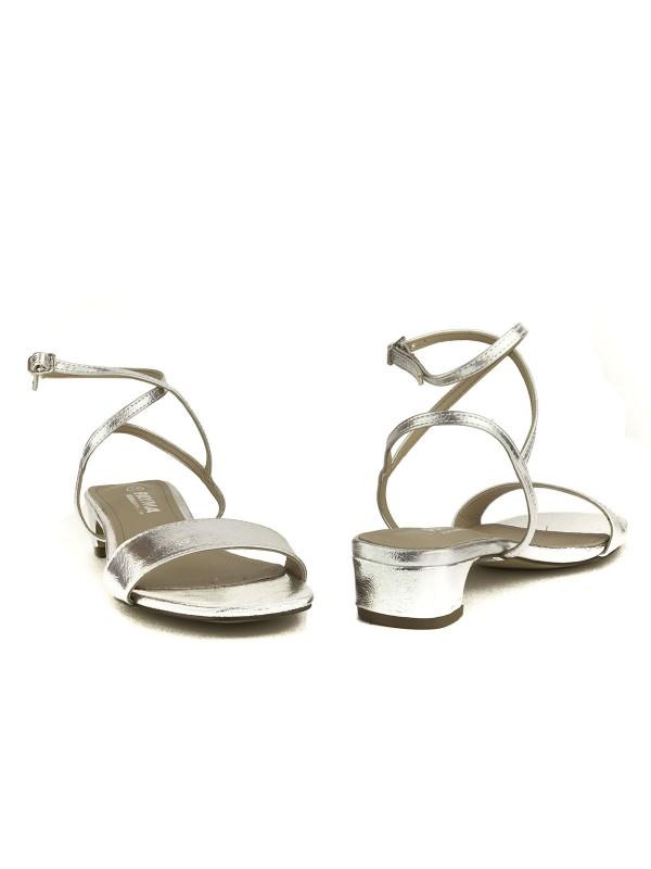 Sandalias de tacón bajito