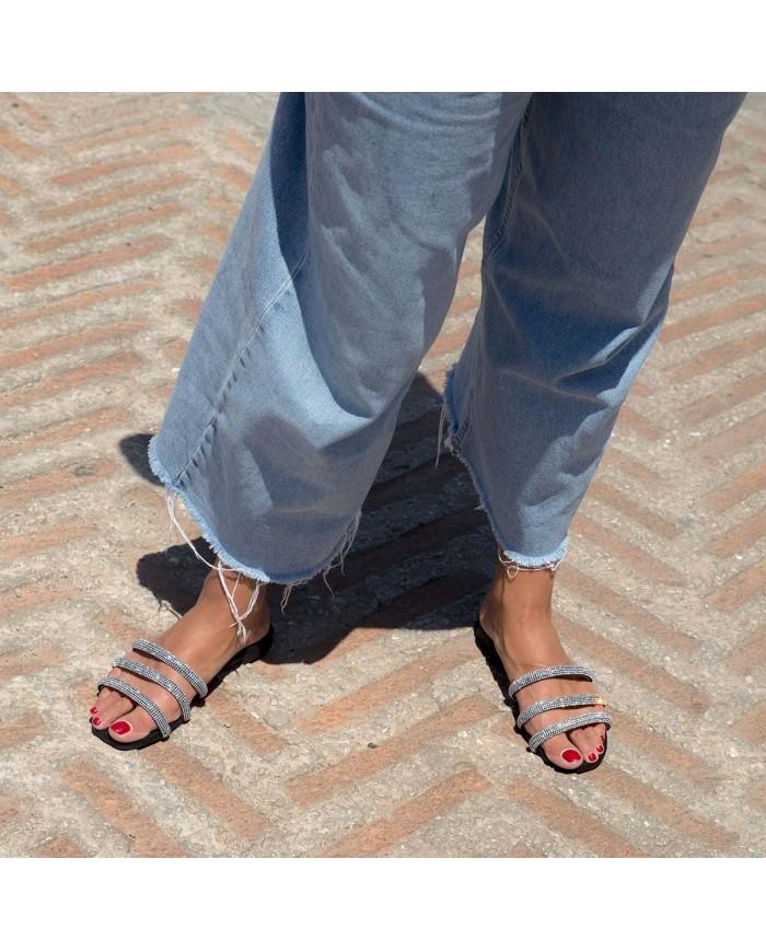 Sandalia cómoda y de brillos