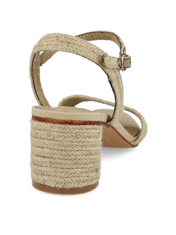 Sandalia con tacón redondo