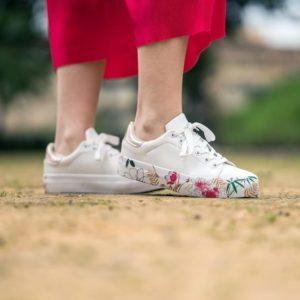 zapatillas deportivas de mujer con suela de flores